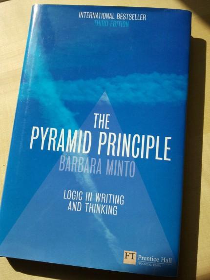 "Buch von Barbara Minto ""The Pyramid Principle"""